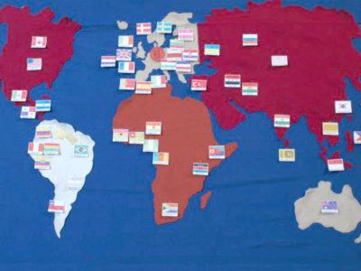Weltkarte mit Flaggen der Herkunftsländer