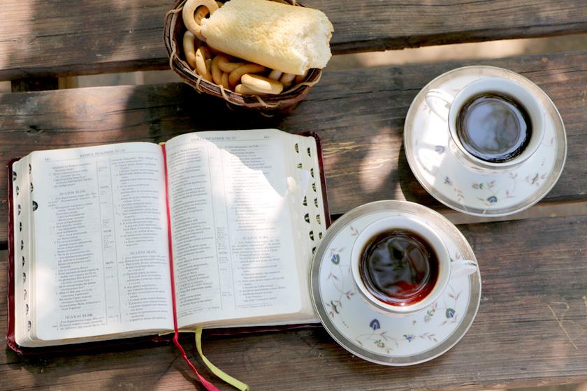 Kaffee und Bibel